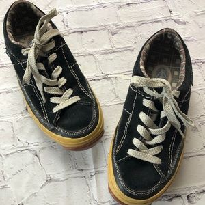 0ee750166e Simple black suede sneakers size 7